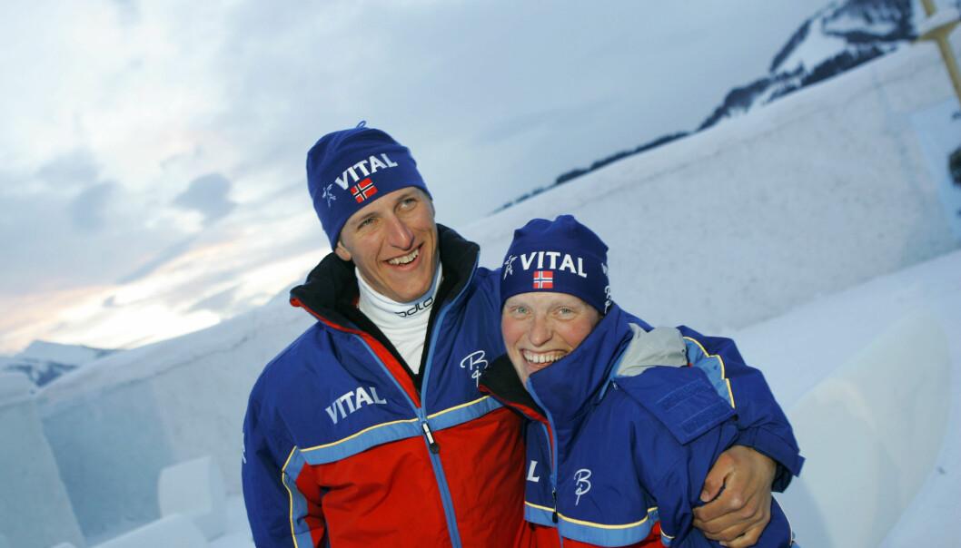 SØSKEN: I dag er begge pensjonert fra skisporet, men under VM i skiskyting i 2005 var Lars og Tora Berger verdens beste skiskyttersøsken. Foto: NTB Scanpix