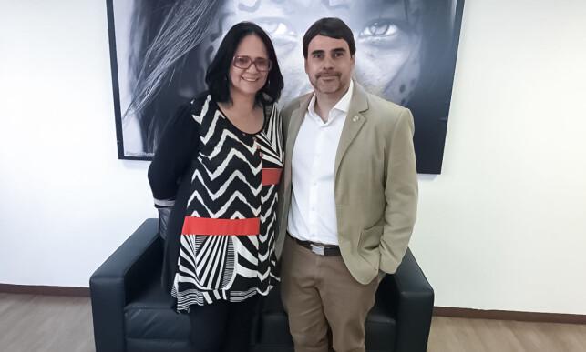 BESØKTE URFOLKS-ORGAN: Stemningen var tilsynelatende god, da Brasils framtidige statsråd for blant annet urfolksaker, Damares Alves, i desember besøkte Funai.