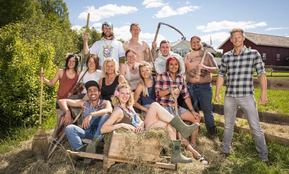 TILBAKE I TID: I fjor var det disse kjendisene som deltok i «Farmen Kjendis». Vi har tatt en prat med flere av dem om hvordan deltakelsen har påvirket livene deres i etterkant. Foto: TV 2