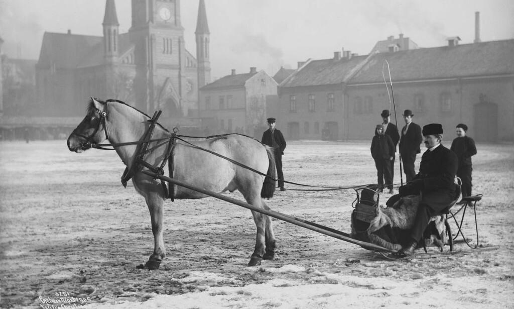 Like før: Like etter at Anders Beer Wilse tok dette fotografiet av Kvadraturen og Johannes kirke, rammet jordskjelvet Kristiania. Foto: Oslo museum/Public domain