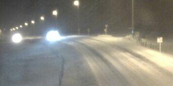 image: Snøkaos på Jæren - minst 15 personer reddet med scootere fra nedsnødde biler