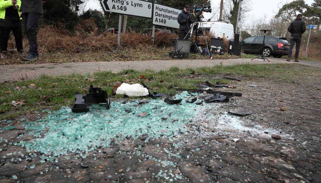 ALVORLIG: Slik så det ut på deler av ulykkesstedet. Prins Philip kom uskadd fra sammenstøtet. Foto: NTB Scanpix