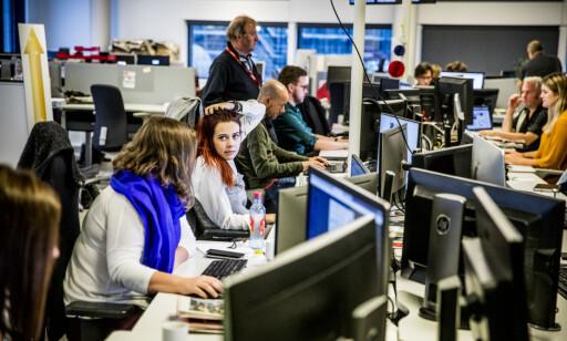 PULSERENDE: Leserne skal alltid bli oppdatert av Dagbladet, og det blir det høy temperatur og mye trøkk på nyhetsdesken. Foto: Dagbladet