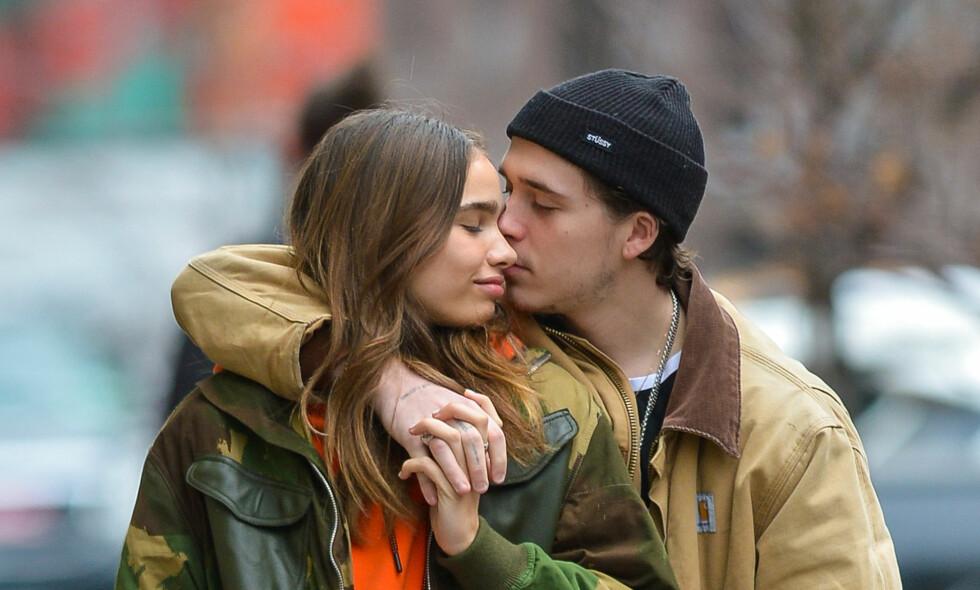FORELSKET: Brooklyn Beckham skal ha datet den britiske modellen Hana Cross siden oktober i fjor. Foto: NTB Scanpix