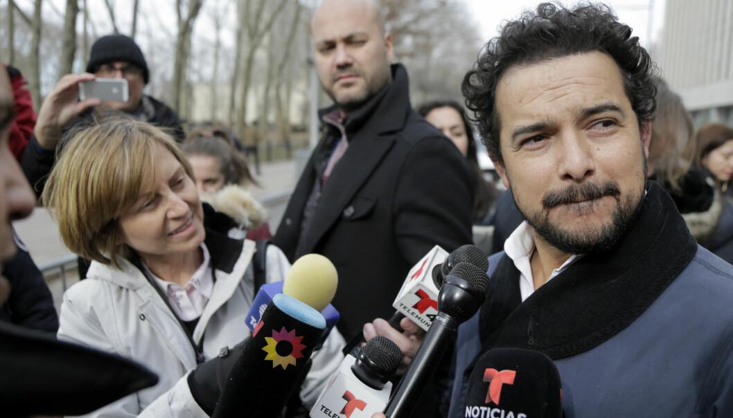 <strong>STJERNBESØK:</strong> Alejandro Edda møtte mandag opp for å ta rettssaken mot mannen han selv har portrettert i nærmere øyesyn. Foto: AP Photo / Seth Wenig / NTB scanpix