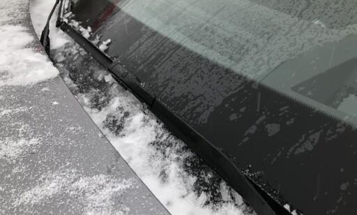 FROST: Vannet renner ned til ruten, fryser og blir til is. Foto: Fred Magne Skillebæk