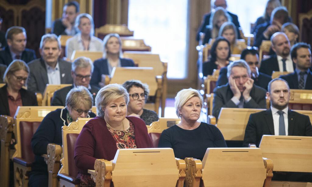 Bruker for mye: Statsminister Erna Solberg og finansminister Siv Jensen vil utrede hvordan de kan skjule bruk av oljepenger for å unngå tøffe prioriteringer i budsjettet.    Foto: Ole Berg-Rusten / NTB Scanpix