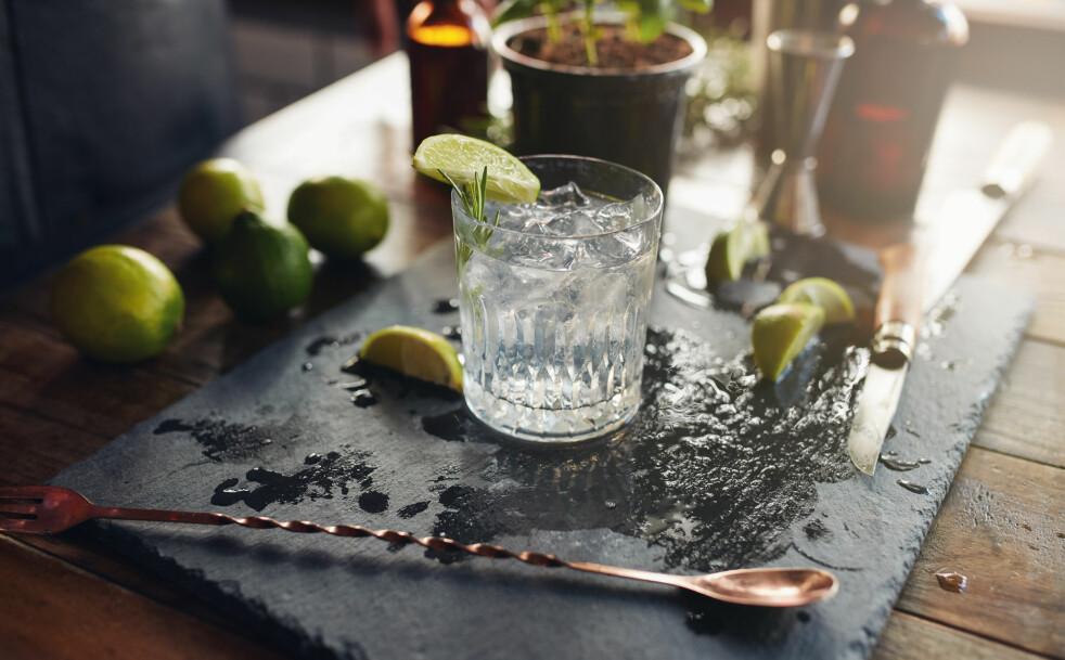 <strong>ALKOHOLFRIE DRINKER:</strong> Ifølge ekspertene er det nå trendy å velge alkoholfrie alternativer. FOTO: NTB Scanpix