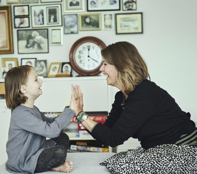 KREFTSYKDOM I LEVER: – Jeg tenker på hvor langt hun har kommet, sier Karen Heidelbach om datteren Esther som for tre år siden fikk en kreftsykdom i leveren. FOTO: Runolfur Gudbjornsson