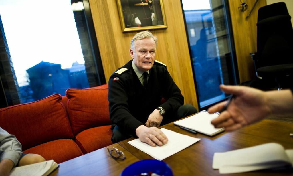 TIDLIGERE SJEF: Daværende forsvarssjef Harald Sunde avbildet på sitt kontor i Forsvarsdepartementet i 2010. Foto: Håkon Eikesdal / Dagbladet