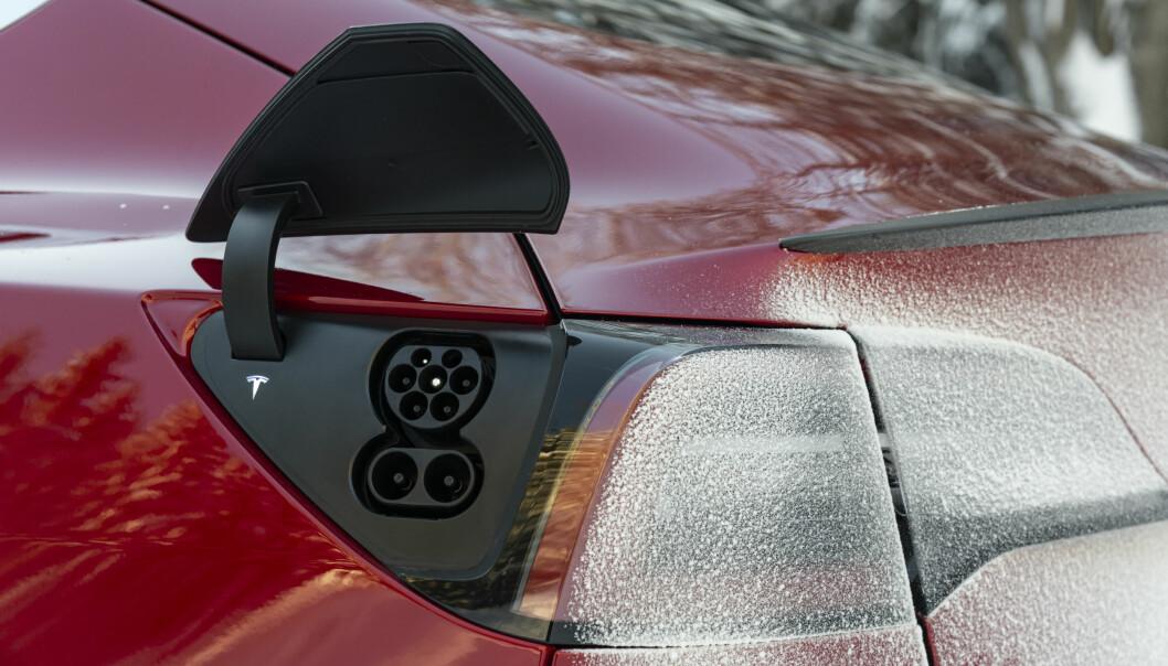 CCS: Tesla leverer nå ladekontakt etter CCS-standarden i Europa. Foto: Jamieson Pothecary