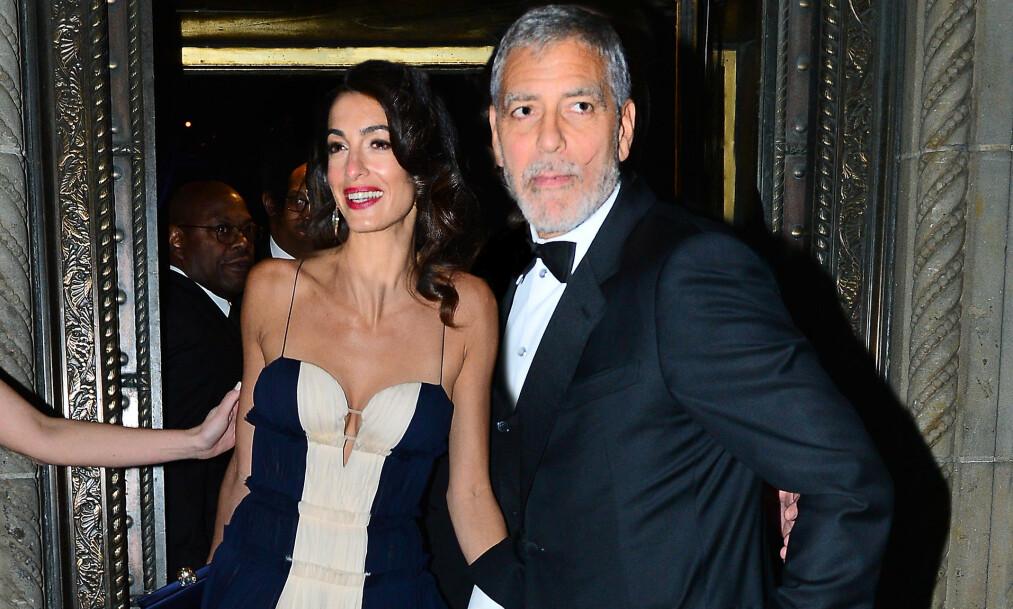 TRØBBEL?: Ryktene går om at det skal være trøbbel i paradis for Clooney-familien. Her er Amal og George avbildet sammen i New York i starten av desember. Foto: NTB Scanpix