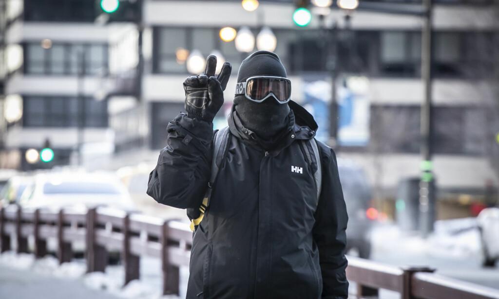 GODT KLEDD: En som har tatt politiets anmodning på alvor. Foto: Rich Hein / AP