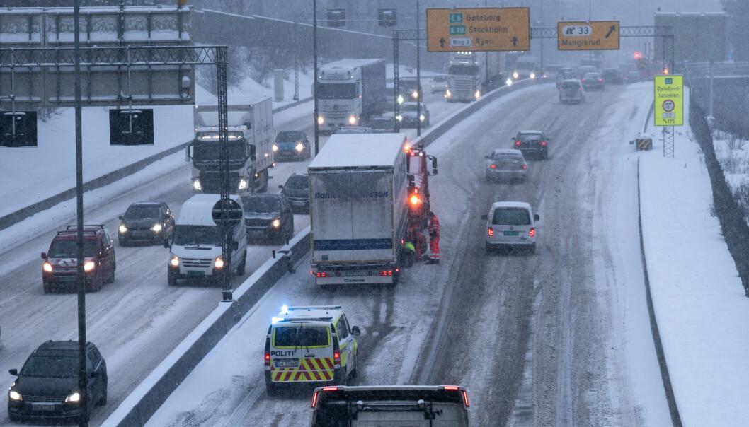 <strong>UTFORDRENDE:</strong> Fredag morgen meldes det om utfordrende kjøreforhold på E6 inn mot Oslo. Illustrasjonsfoto: Øistein Norum Monsen / Dagbladet
