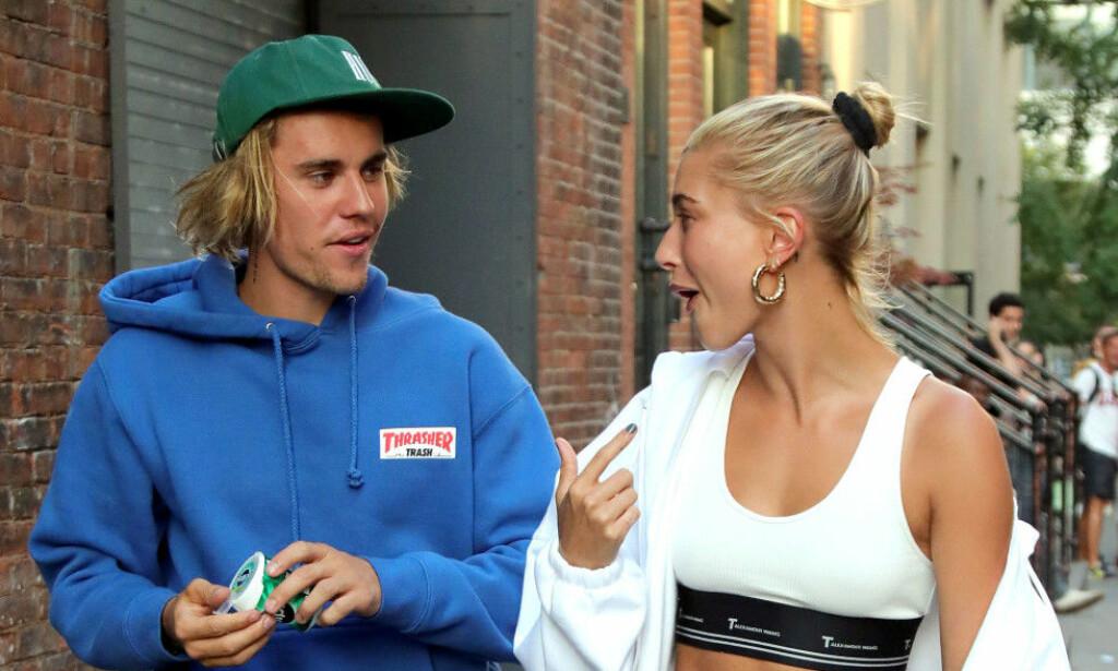 FÅR KRASS KRITIKK: Justin Biebers (24) nye kleskolleksjon-lansering har ikke gått upåaktet hen hos fansen. Her med kona Hailey Bieber (22) Foto: NTB Scanpix