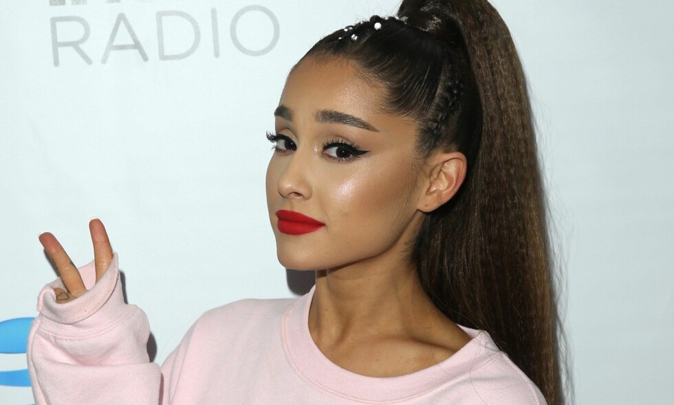 IKKE BARE BARE: Popstjernen Ariana Grande (25) ble hånet etter en tatoveringsblemme i går. Nå har hun forsøkt å rette opp i situasjonen - angivelig uten å lykkes helt. Foto: NTB Scanpix
