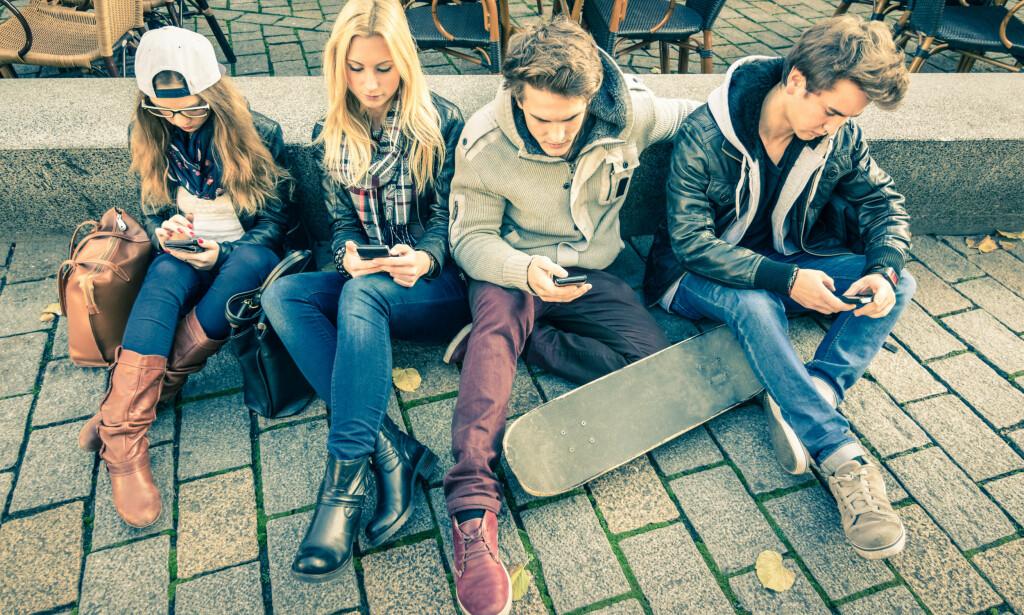 INVOLVERES: Vi kan ikke snakke om barn og digitale medier uten å involvere dem selv. Nå etablerer jeg en ekspertgruppe med ungdom i alderen 12-17 år som kan gi meg råd om barn og digitale medier, skriver barneombud Inga Bejer Engh. Foto: Shutterstock