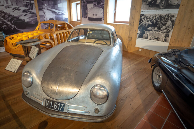 <strong>STARTEN:</strong>  Rå, primitiv - og ikonisk. Dette er bestefaren til dagens høyteknologiske superbiler. Panser og dører er i stål. Foto: Paal Kvamme