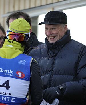 2011: Kong Harald under ski-NM i Steinkjer i 2011. Her også med boblejakke. Foto: NTB Scanpix