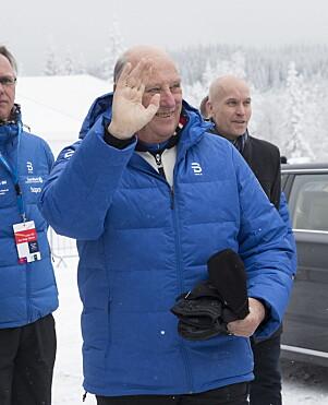 2017: Kong Harald i boblejakke inder ski-NM på Lygna i 2017. Foto: NTB Scanpix