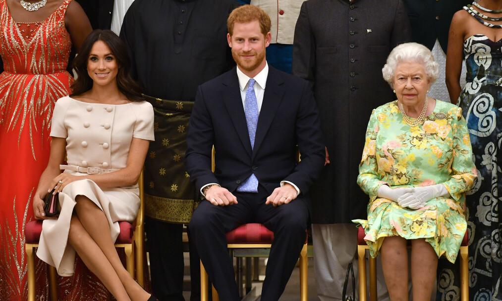 GAVMILD BESTEMOR: Prins Harry og hertuginne Meghan giftet seg i mai og blir nå snart foreldre sammen. De er også på flyttefot. For at det skal bli hjemmekoselig har dronning Elizabeth tilbudt seg å gi dem en aldri så liten gave. Foto: NTB scanpix