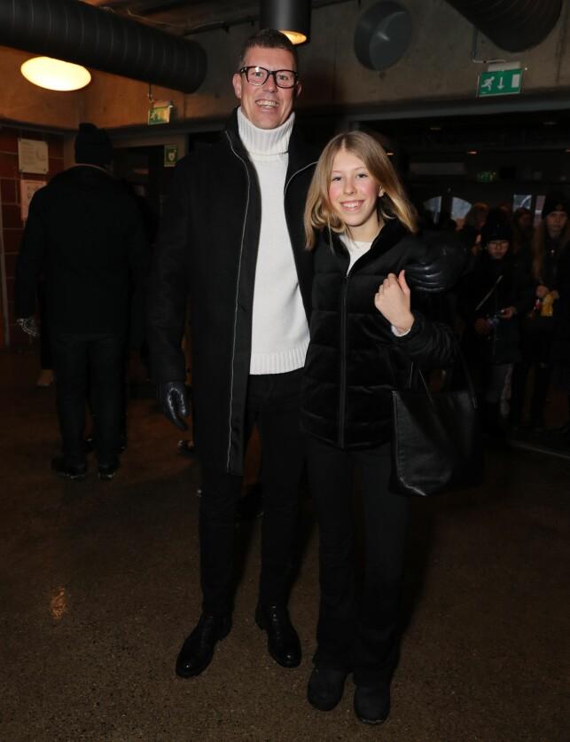 PÅ PLASS: Jan Fredrik Karlsen og dattera Felicia Formoe Karlsen gir allerede Janne Formoe terningkast seks. Foto: Andreas Fadum / Se og Hør