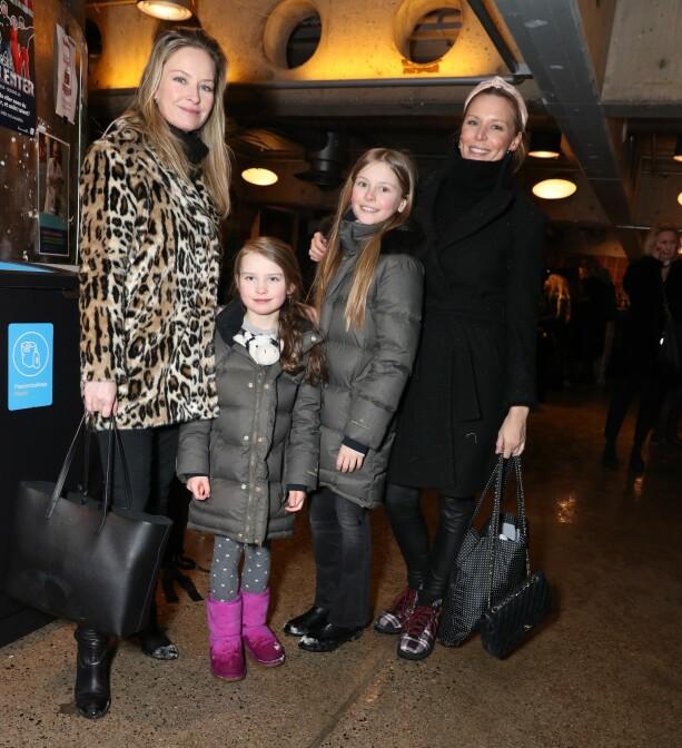 VENNEGJENG: Synnøve Skarbø og Vanessa Rudjord hadde med barna sine. Foto: Andreas Fadum / Se og Hør