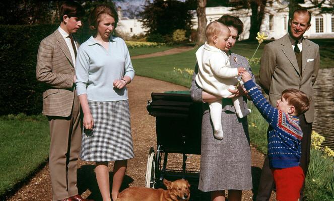 MYE HISTORIE: Frogmore har vært bebodd av mange kongelige opp gjennom årene. Dette bildet ble tatt på dronning Elizabeths 35-årsdag i 1965 på eiendommen. Foto: NTB scanpix