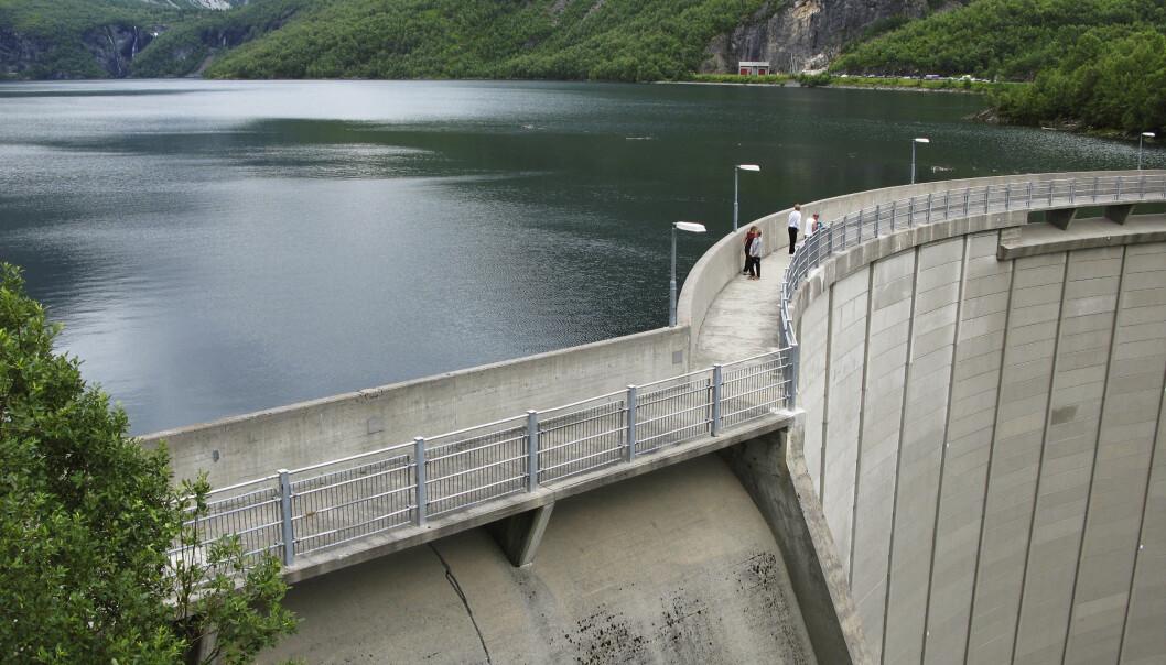 Ikke viktigst for strømprisen: Fulle magasiner er ikke avgjørende for strømprisen i Norge. EUs kvotemarked gjør det største utslaget. Dette er Zakariasdammen i Norddal kommune i Møre og Romsdal. Foto: NTB Scanpix