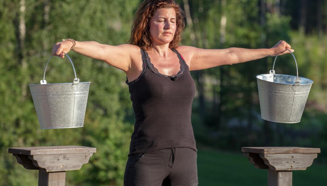 MARKERTE SEG: Donna Ioanna (49) sørget for å lage dramatikk gjennom «Farmen»-oppholdet. Søndag ble hun den første deltakeren som måtte reise hjem. Foto: Alex Iversen / TV 2