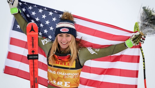 <strong>SKREMT:</strong> Mikaela Shiffrin forteller at det var ekkelt å stå i målområde og vente på Vonn. Men da alt gikk bra med lagvenninna kunne hun feire seieren. Foto: NTB Scanpix