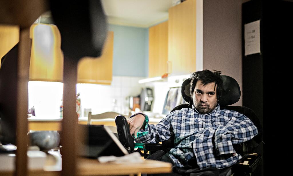 FORTVILET: Uføre Kristoffer Væhle Rodriguez har fått varsel fra kommunen om at husleia skal dobles fra det den er i dag. Nå får han knapt råd til å ha et vanlig liv hvis han skal leve på uføretrygden. Foto: Bjørn Langsem