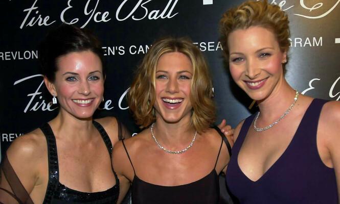 VENNINNER: De tre jentene som spilte i serien har vært gode venninner helt siden innspillingen startet. Foto: NTB Scanpix