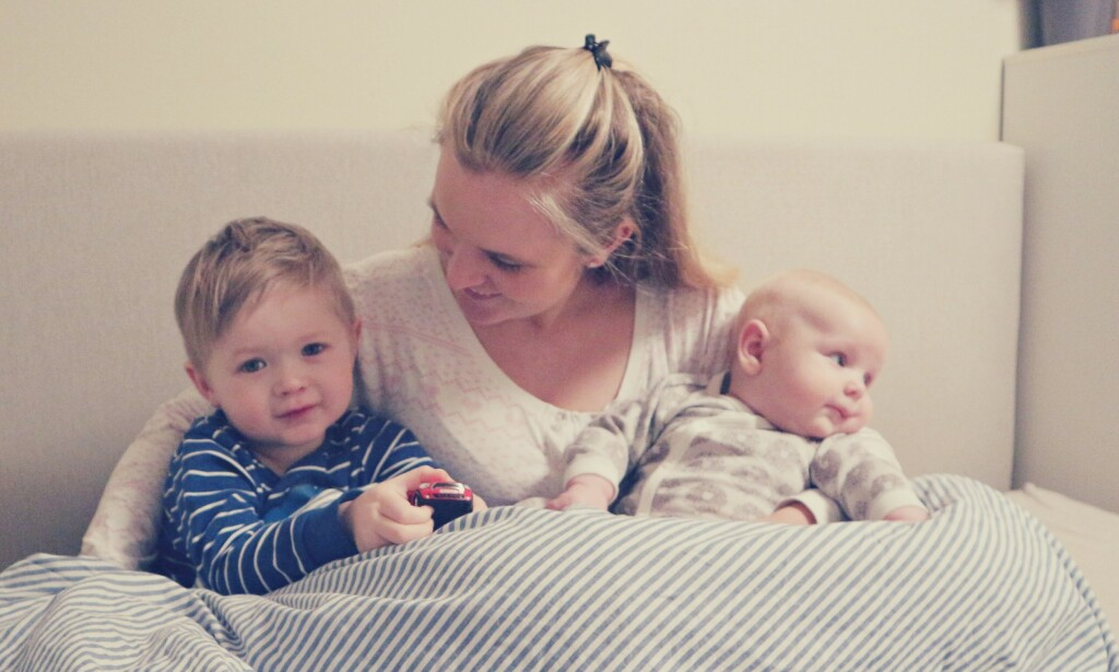 44cd5dc5 SAMSOVING: For Tina Haugstad Johannessen falt det helt naturlig å samsove  med barna. Nå