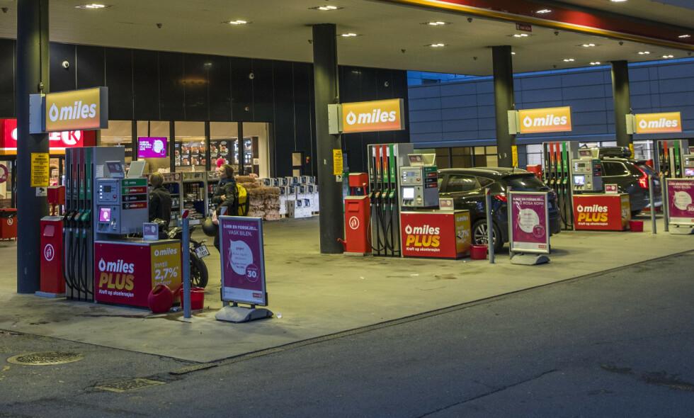 OMSTILLING: Den norske bensinstasjonsnæringen står overfor store utfordringer, og morgendagens bensinstasjon vil neppe se slik ut. Illustrasjonsfoto:Håkon Mosvold Larsen / NTB scanpix