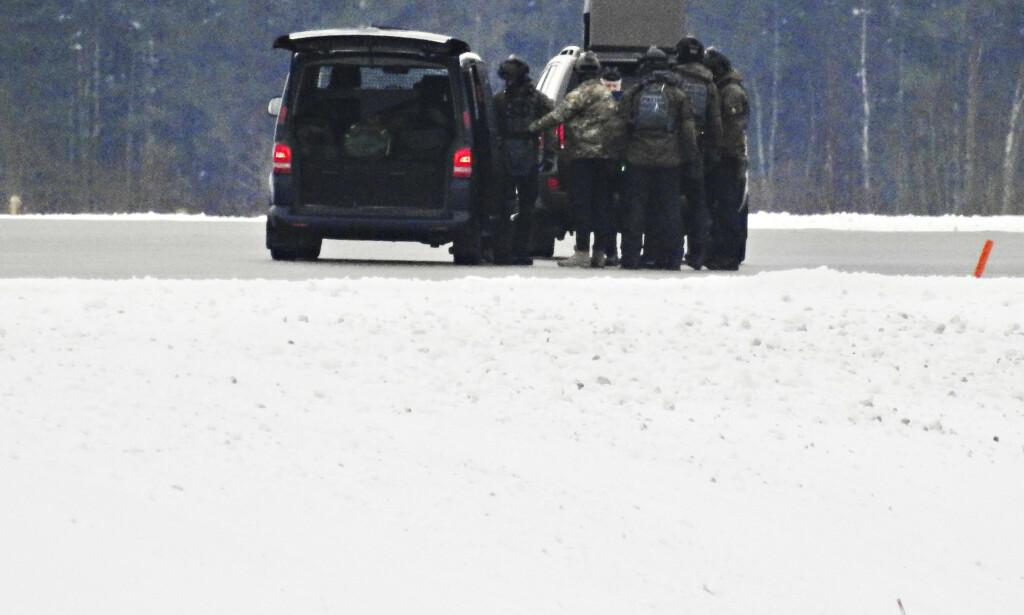 PÅ PLASS: Det er et betydelig politioppbud på Arlanda. Foto: Janne Åkesson / Swepix / Expressen