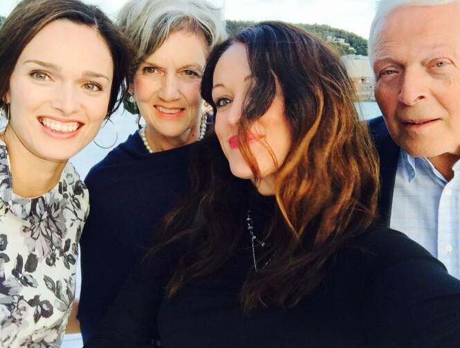 <strong>FAMILIEN MIN:</strong> Lillesøster Dorte, mamma Astrid, meg og pappa Olav Magne. FOTO: Privat