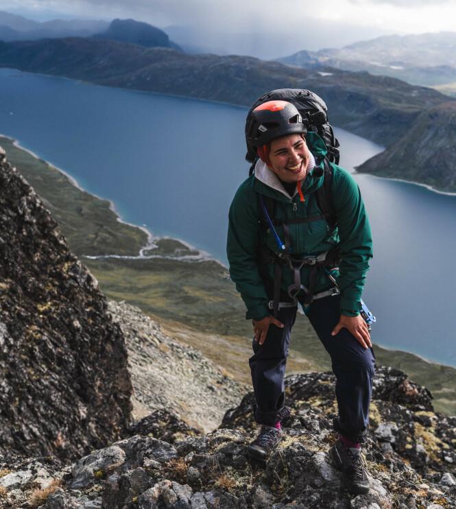 VAKRE OMGIVELSER: En av grunnene til at Iman Meskini sa ja til å være med på «71 grader nord - Norges tøffeste kjendis» var for å oppleve mer av Norge - hun ble ikke skuffa. FOTO: Bård Basberg // TVNorge