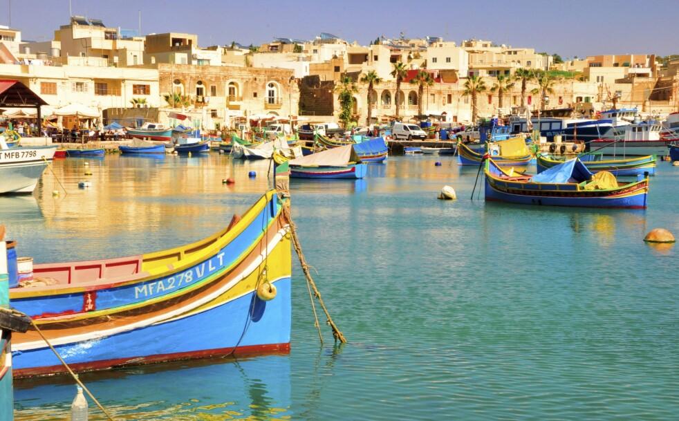 <strong>MALTA:</strong> De fargerike båtene er lett å få øye på rundt om på Malta. Disse er fra fiskebyen Marsaxlokk lengst øst på øya. FOTO: NTB Scanpix / Judith Betak