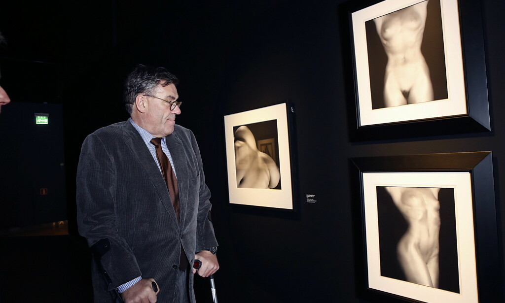OVER 2000 VERK: Forretningsmannen Stein Erik Hagen foran sine Mapplethorpe og Munch-bilder på Munch Museet i Oslo i 2016. Foto: Jacques Hvistendahl / Dagbladet