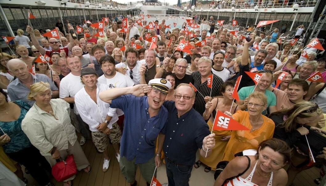<strong>FEIRET 30 ÅR:</strong> Daværende ansvarlig redaktør for Se og Hør, Harald Haave, og Knut Haavik feiret Se og Hørs 30-årsjubileum på cruise i 2008. Foto: Morten Eik