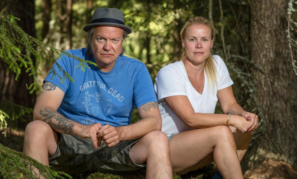 KLARE FOR KRIG: Alex Rosén og Johanna Grønneberg Mesa er årets utfordrere i «Farmen kjendis». Mandag dukker de opp på gården - og ifølge førstnevnte vil det gå ei kule varmt. Foto: Alex Iversen / TV 2