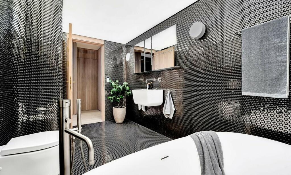 BAD: En av leilighetens tre bad. Foto: Oh Shots
