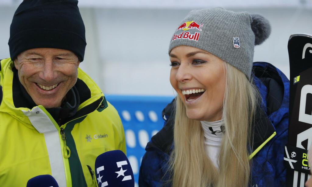LEGENDEMØTE: Ingemar Stenmark og Lindsey Vonn møttes etter dagens renn i Åre. Det var amerikanerens aller siste som aktiv alpinist. Foto: NTB scanpix