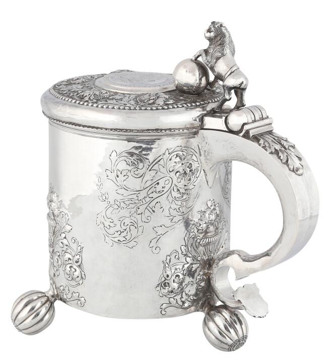 Stor drikkekanne i sølv, Solgt for 460.000 kroner + 20 prosent omkostninger.