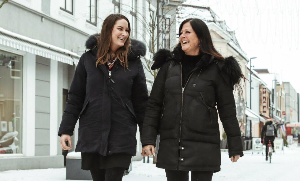 FRUKTBAR FAMILIE: Hilde Enebakk ble gravid med datteren, Birgitte Lysell Johannesen, da hun gikk på p-piller. 19 år senere skjedde det samme med Birgitte. Foto: Ida Bergersen