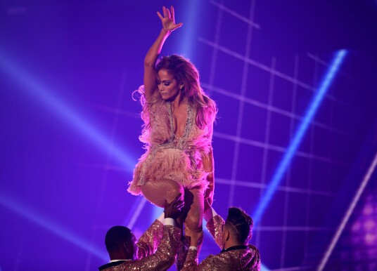 Get Criticism: The emergence of Jennifer Lopez in Grammy Awards receives acceptance of mixed social media. Photo: NTB scanpix