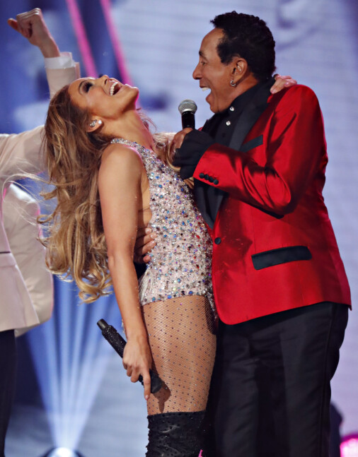 Support and Luo: Motown legend Smokey Robinson (t), who was on stage with J & Jennifer in the Grammy Awards. Photo: Reuters / NTB