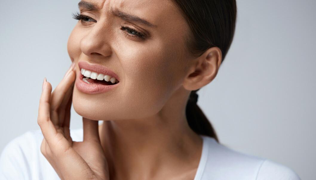<strong>TENNER SOM LØSNER:</strong> Svært mange av oss vil få en betennelse i munnen. For noen blir det så alvorlig at tennene løsner. Foto: Scanpix