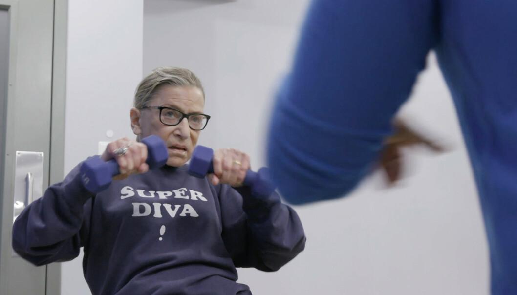 SUPERDIVA: Tilhengere av Ruth Bader Ginsburg tryglet henne om å holde ut. Hun svarte med en video fra sin daglige workout.